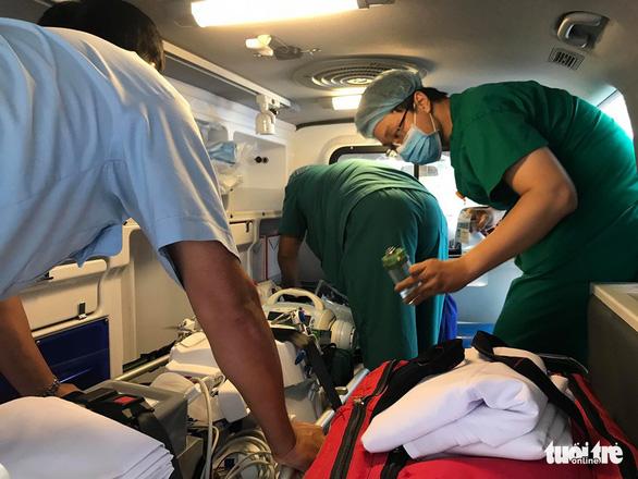 Đã chuyển bệnh nhân phi công người Anh sang Bệnh viện Chợ Rẫy - Ảnh 2.