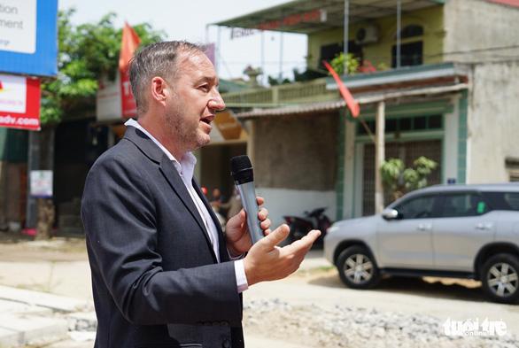H'Hen Niê cùng Đại sứ quán Anh tuyên truyền phòng, chống mua bán người - Ảnh 2.