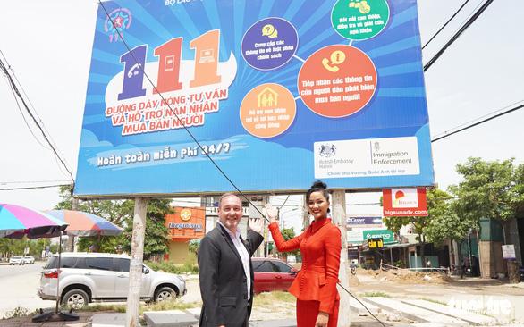 H'Hen Niê cùng Đại sứ quán Anh tuyên truyền phòng, chống mua bán người - Ảnh 3.