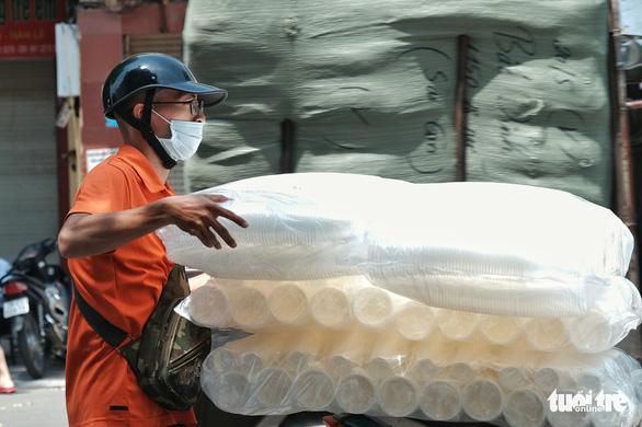 Hà Nội, TP.HCM tiếp tục nắng nóng 34-37 độ C - Ảnh 1.