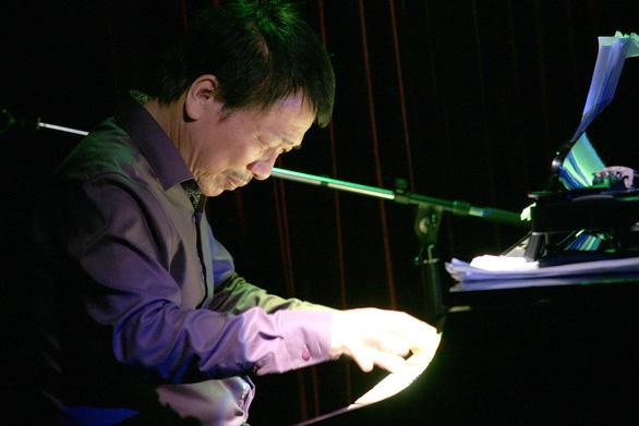 Nhạc sĩ Phú Quang bệnh nặng phải nằm viện, dùng máy thở nhiều ngày nay - Ảnh 2.