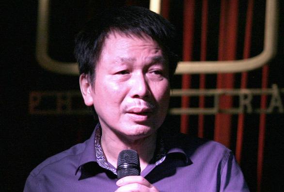 Nhạc sĩ Phú Quang bệnh nặng phải nằm viện, dùng máy thở nhiều ngày nay - Ảnh 1.