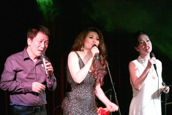 Nhạc sĩ Phú Quang bệnh nặng phải nằm viện, dùng máy thở nhiều ngày nay - Ảnh 3.