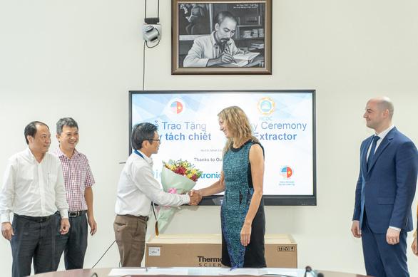 Doanh nghiệp Mỹ tặng Y tế TP.HCM máy hỗ trợ phòng dịch - Ảnh 1.