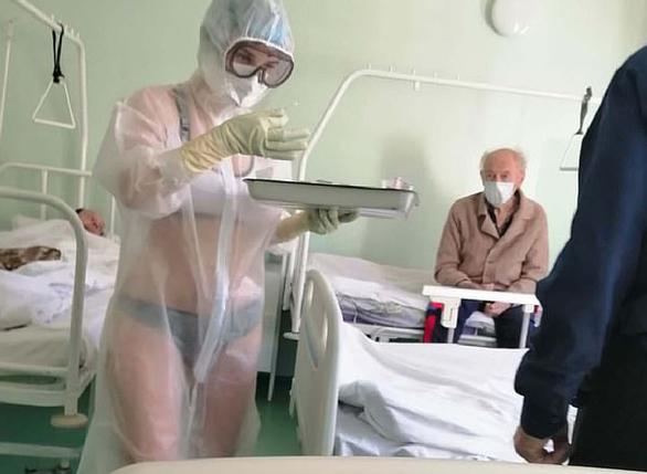 Vụ nữ y tá mặc đồ bảo hộ xuyên thấu: Dừng ngay việc chụp ảnh chúng tôi! - Ảnh 1.
