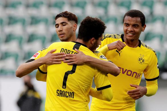 Đá bại Wolfsburg, Dortmund tăng sức ép lên đội đầu bảng Bayern Munich - Ảnh 2.