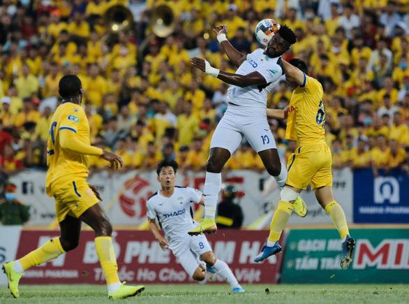 CĐV quốc tế ghen tị vì CĐV Việt Nam được vào sân xem bóng đá - Ảnh 1.