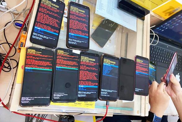 Nhiều người Việt phát hoảng khi điện thoại Samsung gặp lỗi lạ - Ảnh 1.