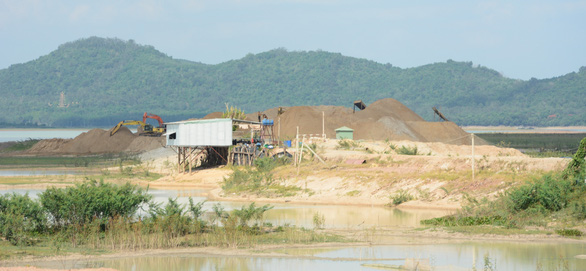 Giảm thời gian và công suất khai thác cát trong hồ Dầu Tiếng - Ảnh 2.