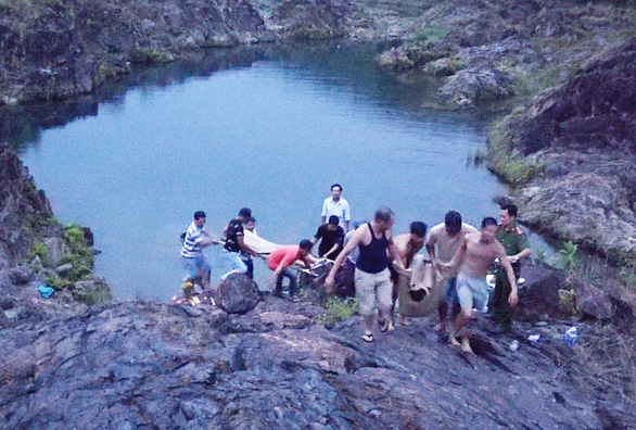 Rủ nhau tắm hồ, hai học sinh lớp 12 chết đuối - Ảnh 2.