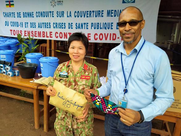 Mũ nồi xanh Việt Nam làm đại sứ chống COVID-19 tại Cộng hòa Trung Phi - Ảnh 1.