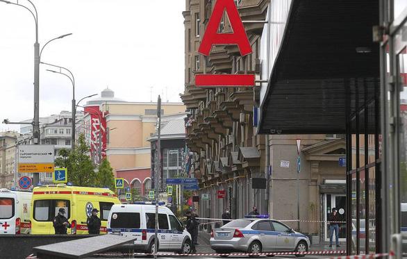 Bắt giữ 6 con tin ở Moscow, dọa nổ tung tòa nhà ngân hàng - Ảnh 1.