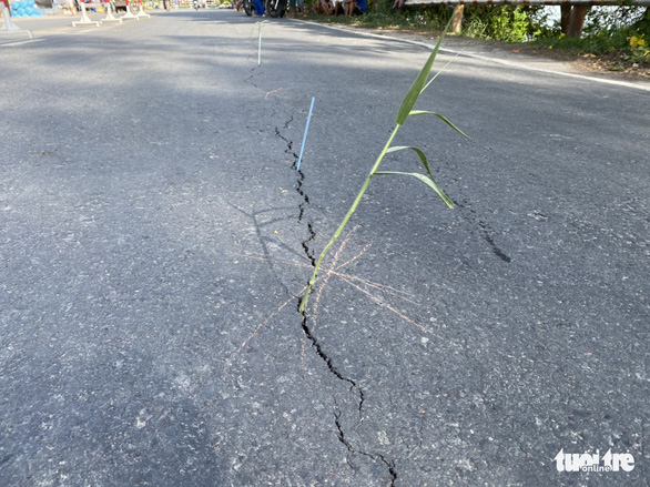 Quốc lộ 91 tiếp tục rạn nứt nửa mặt đường với chiều dài hơn 20m - Ảnh 2.