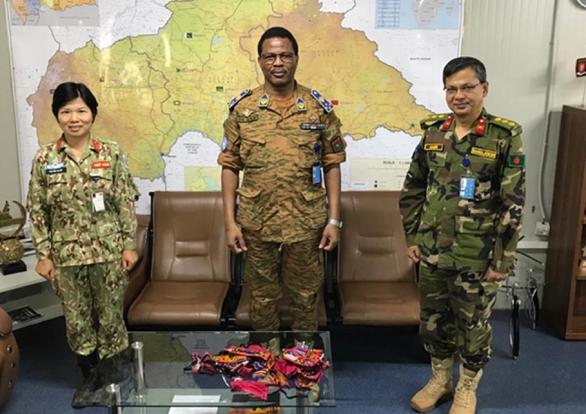 Mũ nồi xanh Việt Nam làm đại sứ chống COVID-19 tại Cộng hòa Trung Phi - Ảnh 4.