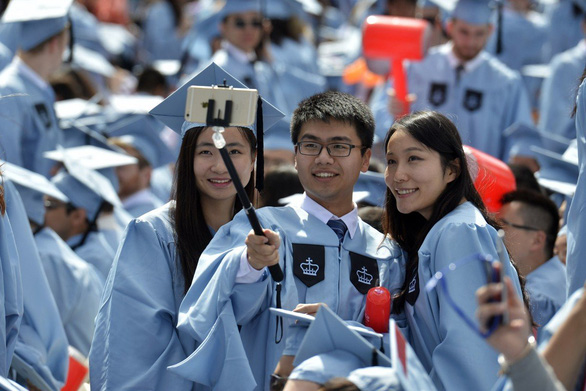 Nhà giàu Trung Quốc 'hết dám' cho con du học sau COVID-19 - Ảnh 1.