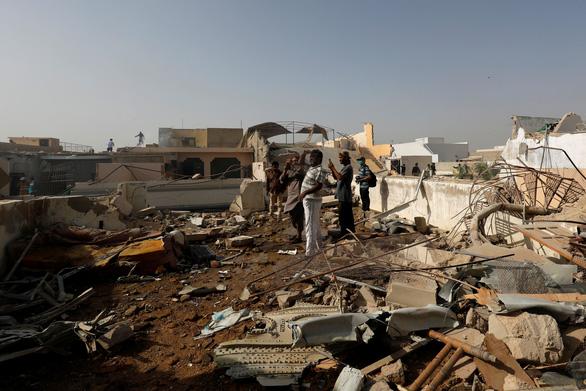 Tai nạn máy bay kinh hoàng ở Pakistan qua lời kể nhân chứng - Ảnh 1.