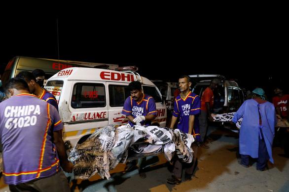 Tai nạn máy bay kinh hoàng ở Pakistan qua lời kể nhân chứng - Ảnh 2.