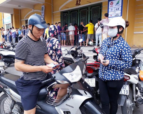 Cổ động viên thành Nam xuống đường cổ vũ trận Nam Định - Hoàng Anh Gia Lai - Ảnh 9.