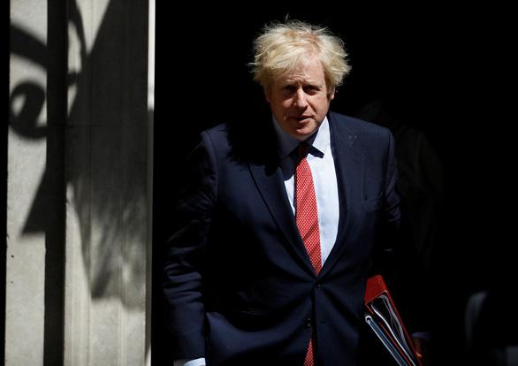 Thủ tướng Anh bác yêu cầu sa thải cố vấn vi phạm phong tỏa lái xe 400km thăm vợ ốm - Ảnh 1.