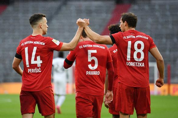 Khuất phục Frankfurt, Bayern Munich tái lập khoảng cách 4 điểm với Dortmund - Ảnh 1.