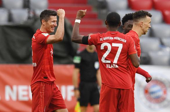 Khuất phục Frankfurt, Bayern Munich tái lập khoảng cách 4 điểm với Dortmund - Ảnh 2.