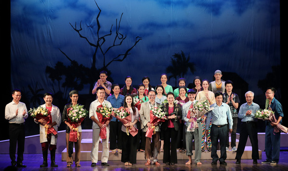 Chủ tịch Quốc hội xem kịch Lưu Quang Vũ về bệnh dối trá, phô trương của một thời - Ảnh 1.