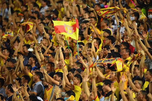 Mơ không khí cuồng nhiệt này ở V-League - Ảnh 1.