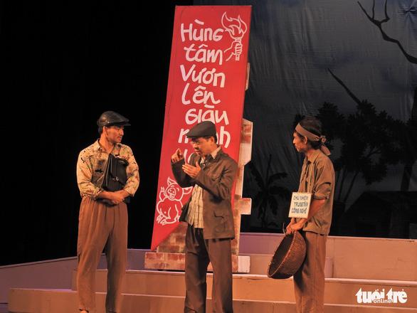 Chủ tịch Quốc hội xem kịch Lưu Quang Vũ về bệnh dối trá, phô trương của một thời - Ảnh 3.