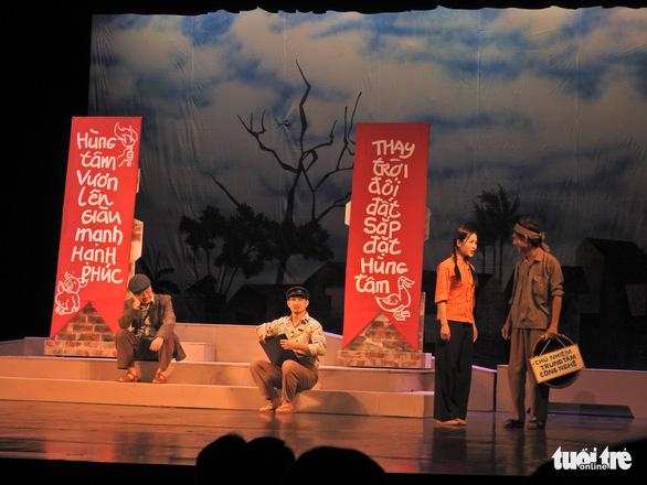 Chủ tịch Quốc hội xem kịch Lưu Quang Vũ về bệnh dối trá, phô trương của một thời - Ảnh 4.
