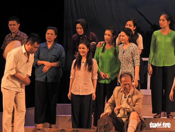 Chủ tịch Quốc hội xem kịch Lưu Quang Vũ về bệnh dối trá, phô trương của một thời - Ảnh 8.
