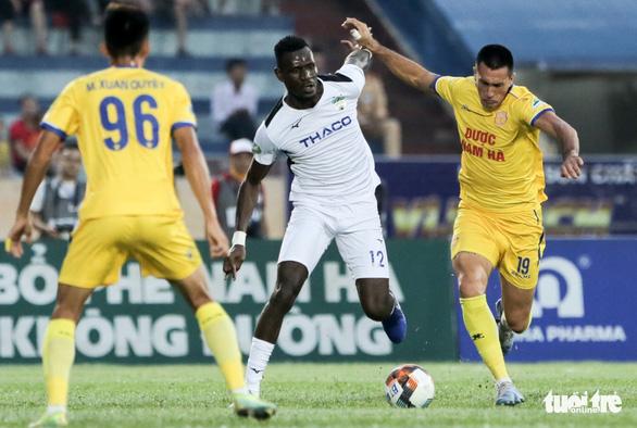 Đỗ Merlo nổi khùng với cựu tuyển thủ U23 Việt Nam vì thi đấu quá cá nhân - Ảnh 4.