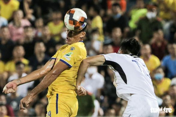 Đỗ Merlo nổi khùng với cựu tuyển thủ U23 Việt Nam vì thi đấu quá cá nhân - Ảnh 5.