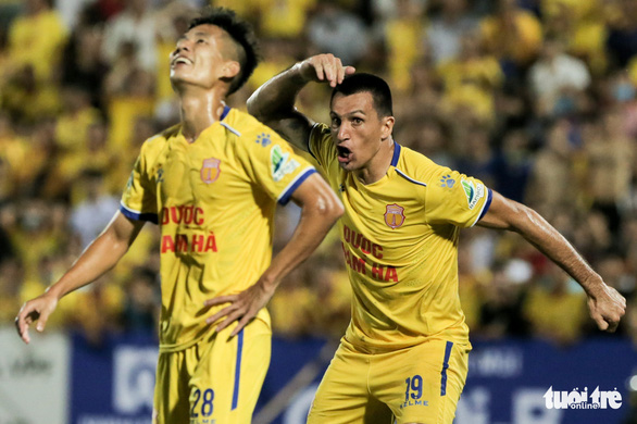 Đỗ Merlo nổi khùng với cựu tuyển thủ U23 Việt Nam vì thi đấu quá cá nhân - Ảnh 2.