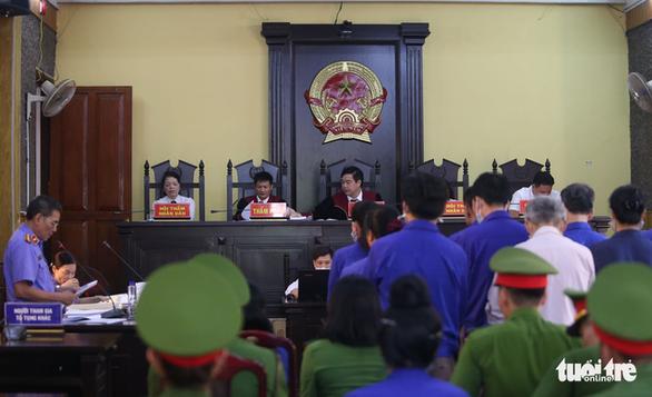 Đề nghị cựu trưởng phòng và chuyên viên khảo thí Sơn La mỗi người 23-25 năm tù - Ảnh 2.