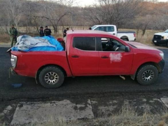 Tìm thấy 12 thi thể đầy vết đạn chất trên xe bán tải - Ảnh 1.