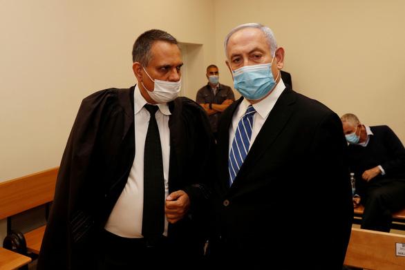 Nhận xì gà và rượu đắt tiền, đương kim thủ tướng Israel hầu tòa - Ảnh 1.