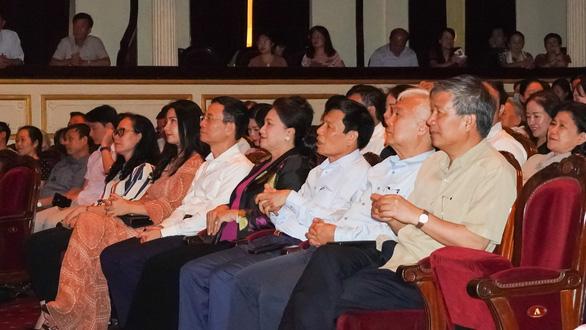 Chủ tịch Quốc hội xem kịch Lưu Quang Vũ về bệnh dối trá, phô trương của một thời - Ảnh 2.
