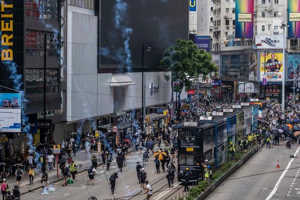 Cảnh sát Hong Kong: Không tha thứ những kẻ bạo loạn - Ảnh 3.