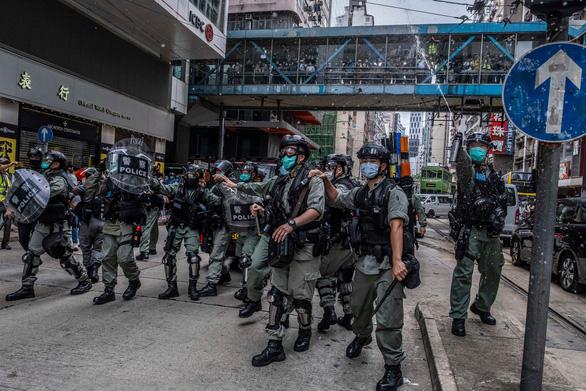 Cảnh sát Hong Kong: Không tha thứ những kẻ bạo loạn - Ảnh 1.