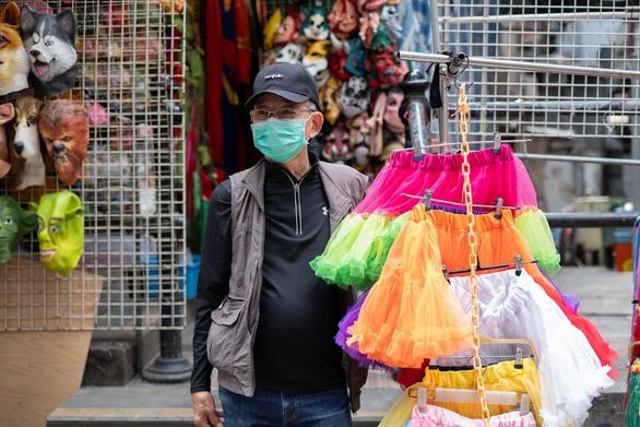 Tiểu thương Hong Kong đang sống trong sợ hãi - Ảnh 7.