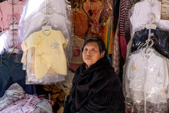 Tiểu thương Hong Kong đang sống trong sợ hãi - Ảnh 5.