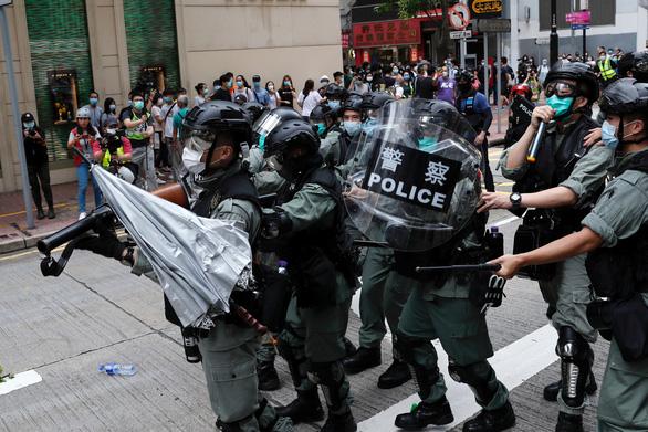 Bắc Kinh: Hong Kong là chuyện nội bộ của Trung Quốc, các nước đừng can thiệp - Ảnh 3.