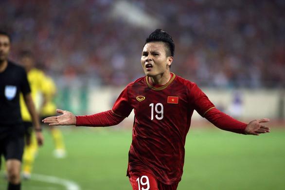 Hùng Dũng hay Quang Hải, ai sẽ đoạt Quả bóng Vàng Việt Nam 2019? - Ảnh 1.