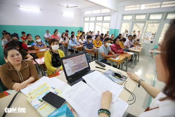 Tuyển sinh lớp 10 tại TP.HCM: Đăng ký trực tuyến, tăng tư vấn cho phụ huynh - Ảnh 1.