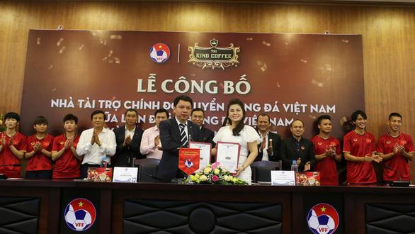 King Coffee của bà Diệp Thảo tài trợ đội tuyển bóng đá Việt Nam - Ảnh 1.
