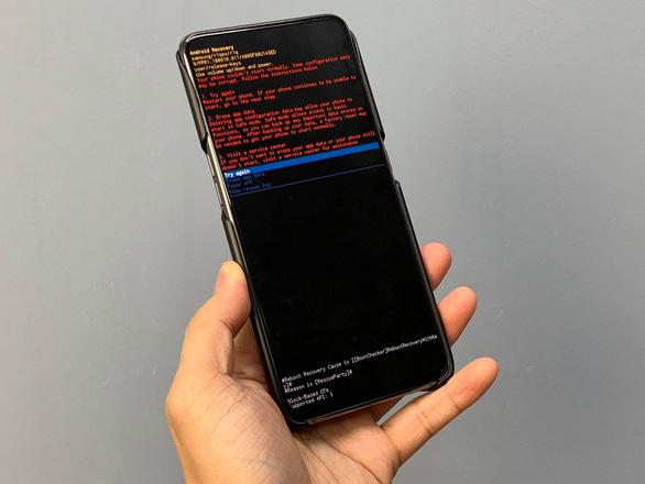 Smartphone Samsung bỗng dưng bị 'đột tử', Samsung nói gì? - Ảnh 1.