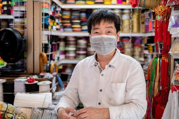 Tiểu thương Hong Kong đang sống trong sợ hãi - Ảnh 1.
