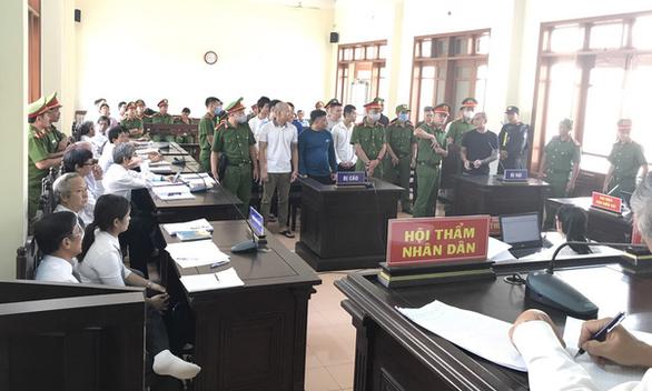 17 'giang hồ máu mặt' Quảng Ngãi hầu tòa - Ảnh 1.