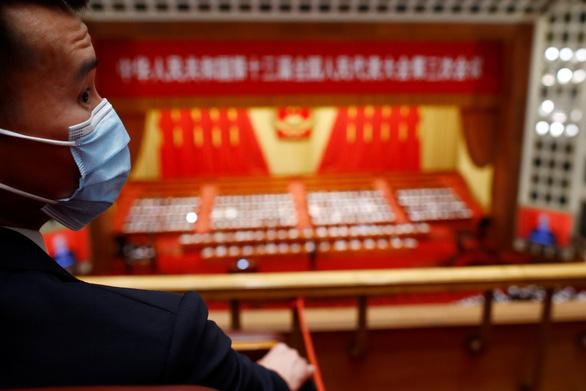 Trung Quốc tuyên bố đáp trả Mỹ vụ luật an ninh Hong Kong - Ảnh 1.