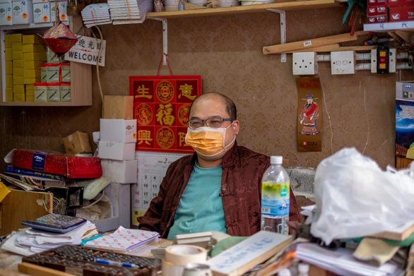 Tiểu thương Hong Kong đang sống trong sợ hãi - Ảnh 2.